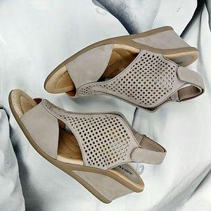 EARTH Wedge Sandals